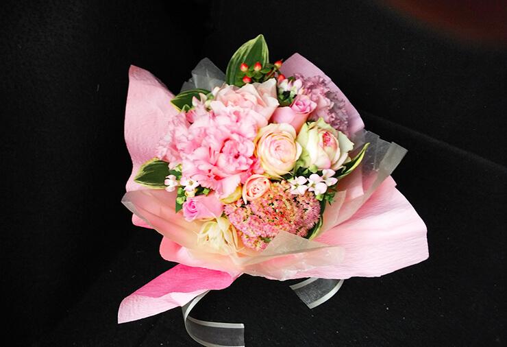 提携フレンチレストラン届けピンク花束