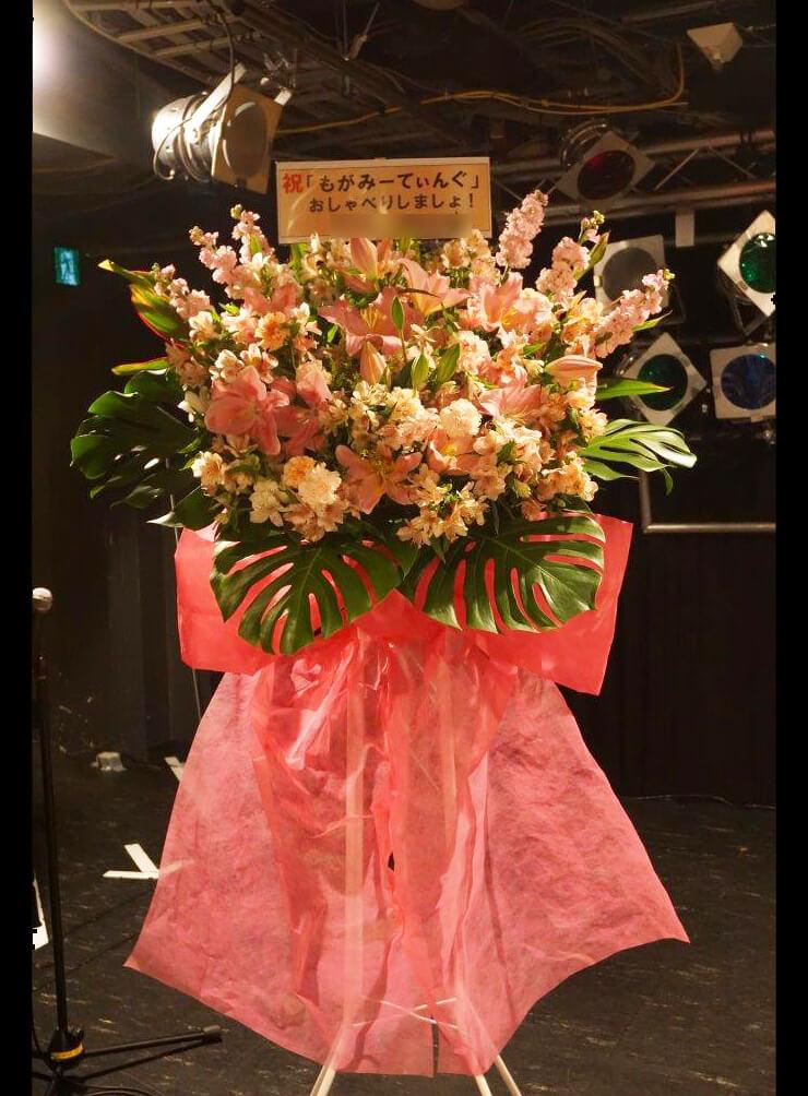 トークイベント祝いスタンド花