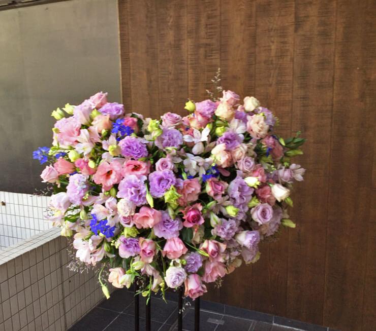ライブ公演祝いハートスタンド花