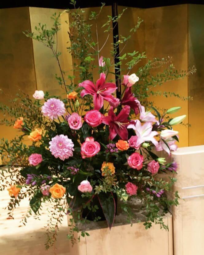 帝京大学様の卒業式壇上花