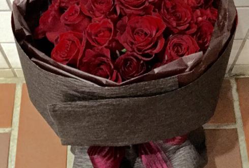 誕生日プレゼント赤バラ花束28本