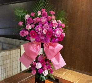 誕生日祝いピンク濃淡スタンド花2段