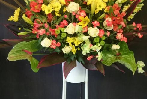 板橋区 飲食店様の店主就任祝い黄色メインスタンド花