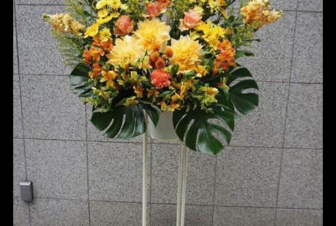 高円寺アトリエファンファーレ 辻口岳佑様の舞台出演祝い黄色系スタンド花