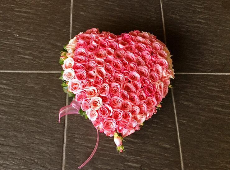 つくば市 誕生日プレゼントの花 ピンクハートバラ100本