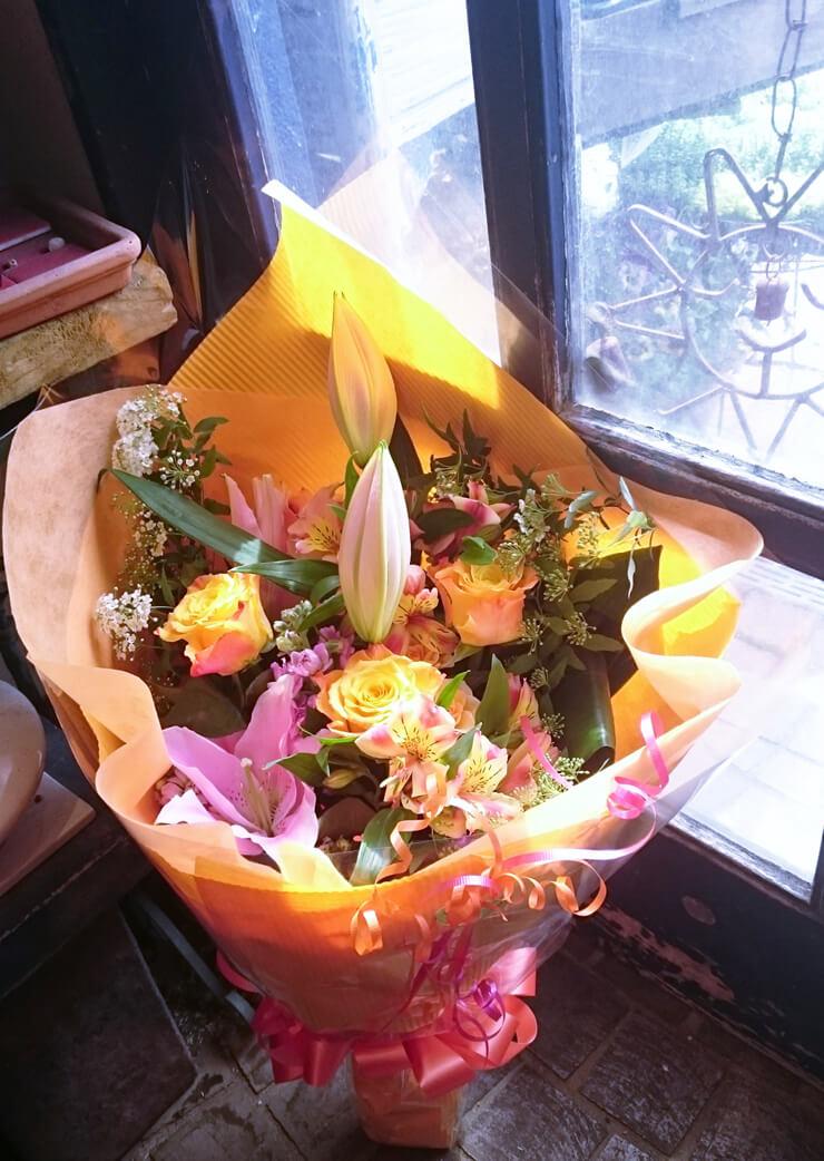 IMAホール イベント出演祝い黄色ピンク系花束