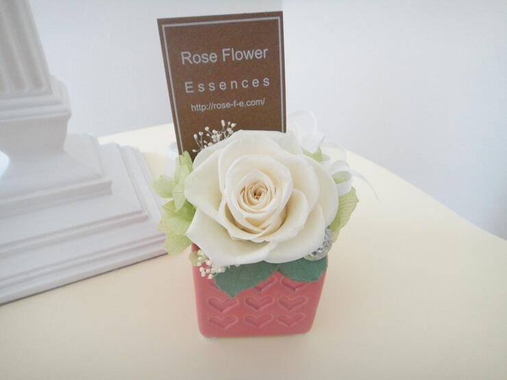 横浜市 誕生日プレゼントにプリザーブドフラワー ハートの花器