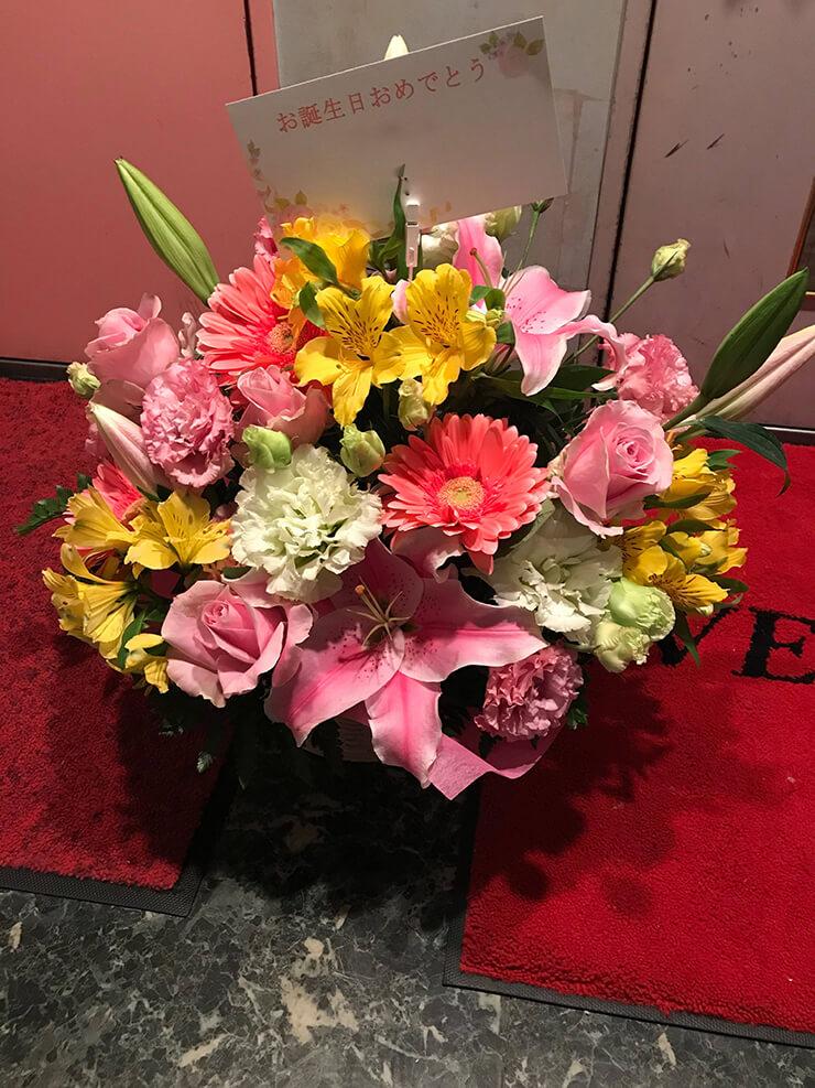荒川区西日暮里 飲食店様お届け 誕生日祝いの花