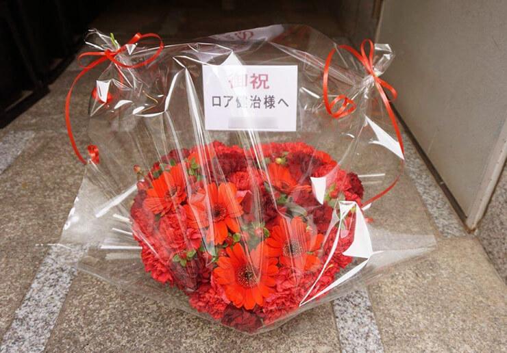 シアターKASSAI ロア健治様の舞台出演祝いハート楽屋花