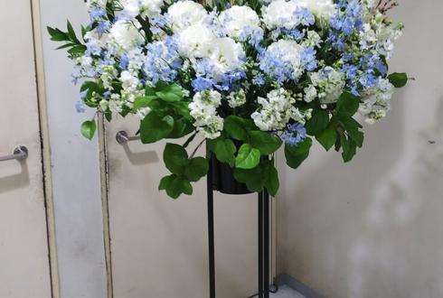 紀伊国屋サザンシアター 大平峻也様の舞台スタンド花 白×水色