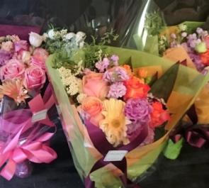豊島区高松 高松小学校様の卒業式用贈呈用花束