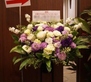 泉ガーデンギャラリー 誕生日祝いスタンド花