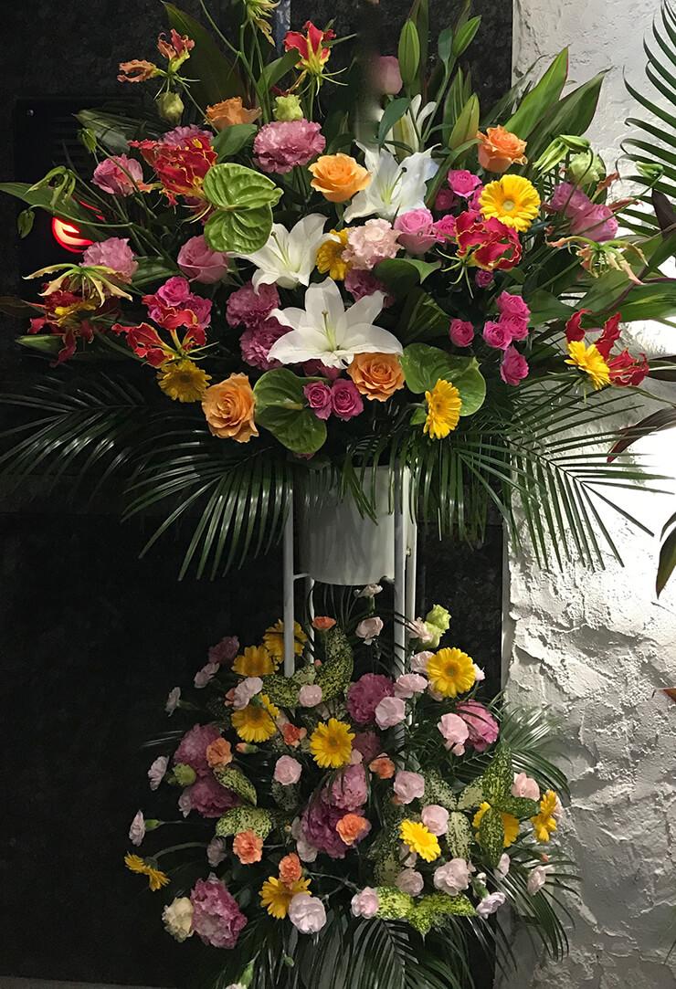 文京区湯島 飲食店様の周年祝いスタンド花