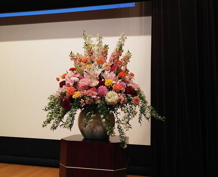 星陵会館 三幸学園様の入学式壇上花