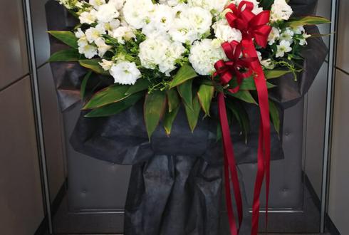 全労済ホール/スペース・ゼロ 千綿勇平様の舞台ラッピングスタンド花