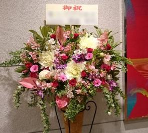新宿アリミノホール 入社式 コーンスタンド花