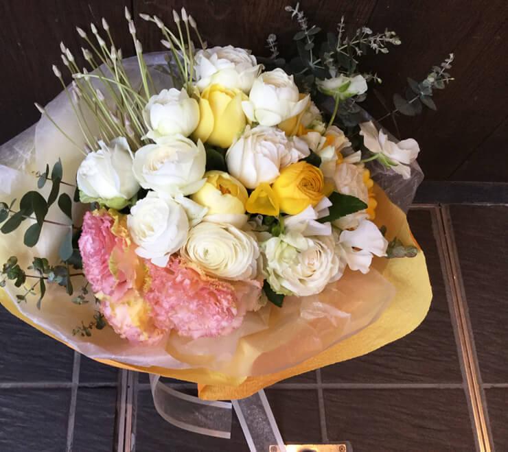 西麻布 L'Effervescence様お届け 誕生日プレゼントに春の花束
