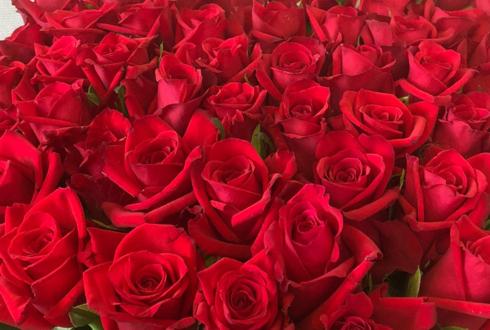 練馬区 お母さまの古希祝いに赤バラ花束50本