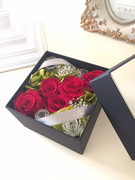 文京区 還暦祝いに赤い花 プリザーブドフラワーボックスアレンジ