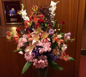 サントリーホール 仲道郁代様のピアノリサイタルコーンスタンド花