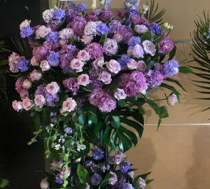ディファ有明 ナナランド 小泉留菜様のライブスタンド花 紫2段