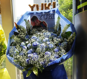 新宿ReNY MADKID YUKI様のライブ公演祝い花束風スタンド花 Blue