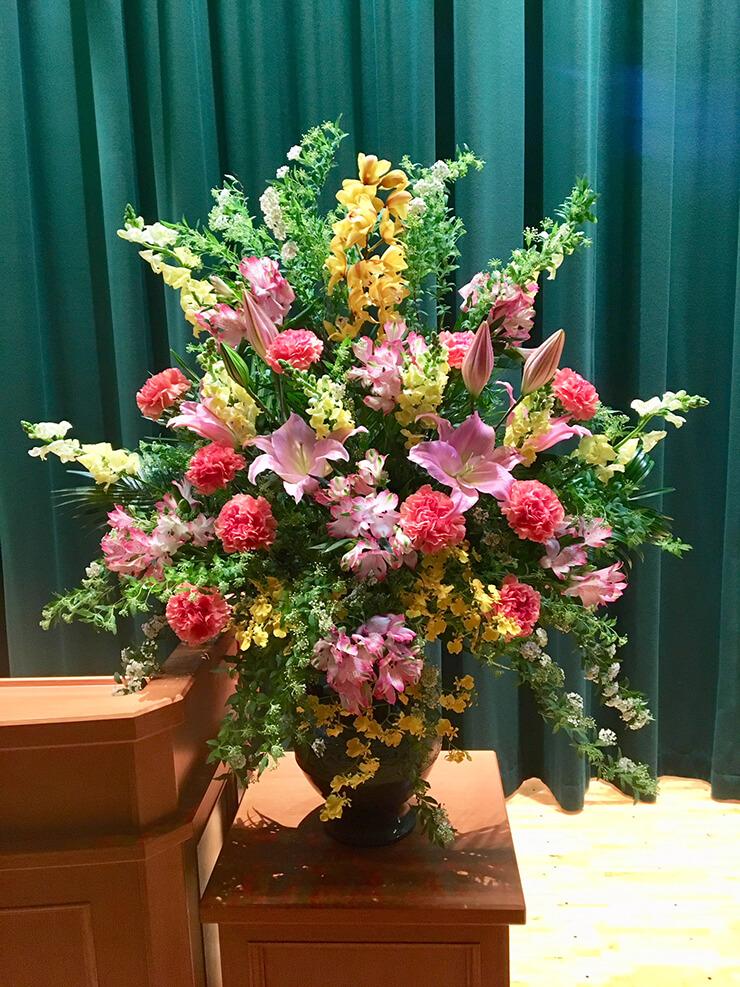 千代田区神田猿楽町 神田女学園中学校様の卒業式用壇上花