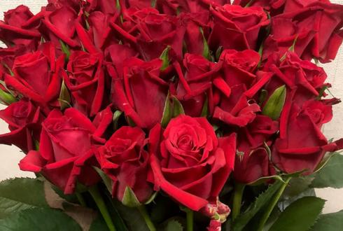 埼玉県に住むお母様の誕生日プレゼントに赤バラ花束30本