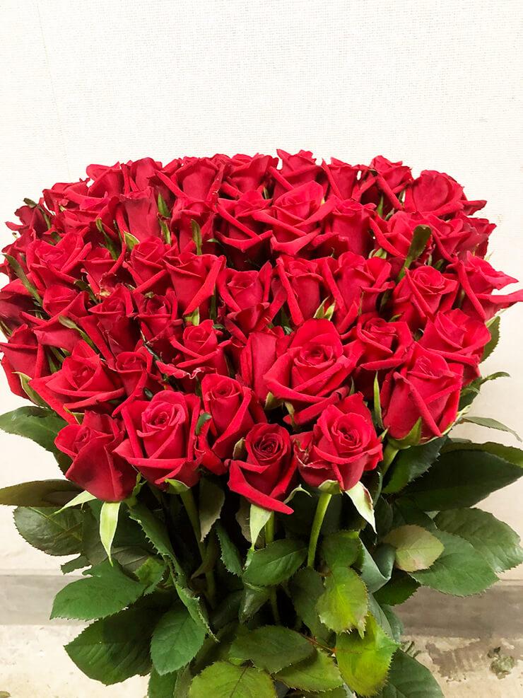 練馬区東大泉 母の日に赤バラ花束50本