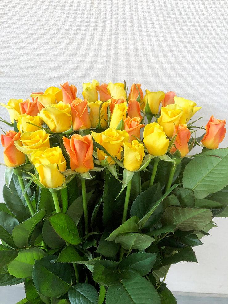 西東京市 母の日に黄色オレンジMixバラ花束30本