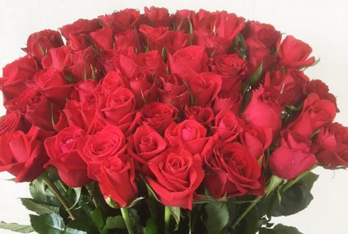 那須塩原市 母の日に赤バラ花束50本、バラ風呂も添えて