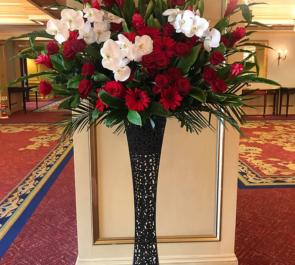 リーガロイヤルホテル東京 ザ・コンボイ・ショウ主宰 今村ねずみ様の公演祝いアイアンスタンド花
