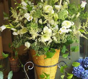 東京オペラシティ 近江楽堂 阿部雅子様のCDリリース記念公演祝いコーンスタンド花