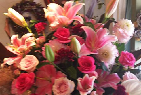 東京オペラシティ 近江楽堂 阿部雅子様の公演祝いピンクグラデーションコーンスタンド花