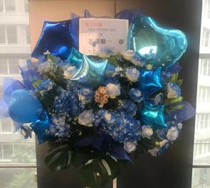 よみうり大手町ホール 高橋駿一様のミュージカル出演祝いバルーンスタンド花