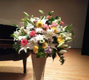 練馬生涯学習センター ピアノ発表会スタンド花