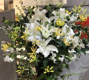 シアター1010 安井久乃様のミュージカル出演祝いスタンド花