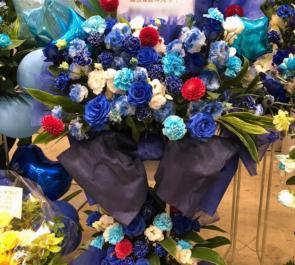 幕張メッセ 乃木坂46 乃木坂46 梅澤美波様の握手会祝いブルー系スタンド花