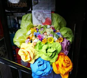 渋谷eggman Q'ulle いとくとら(いくら)様の誕生日祝いスタンド花