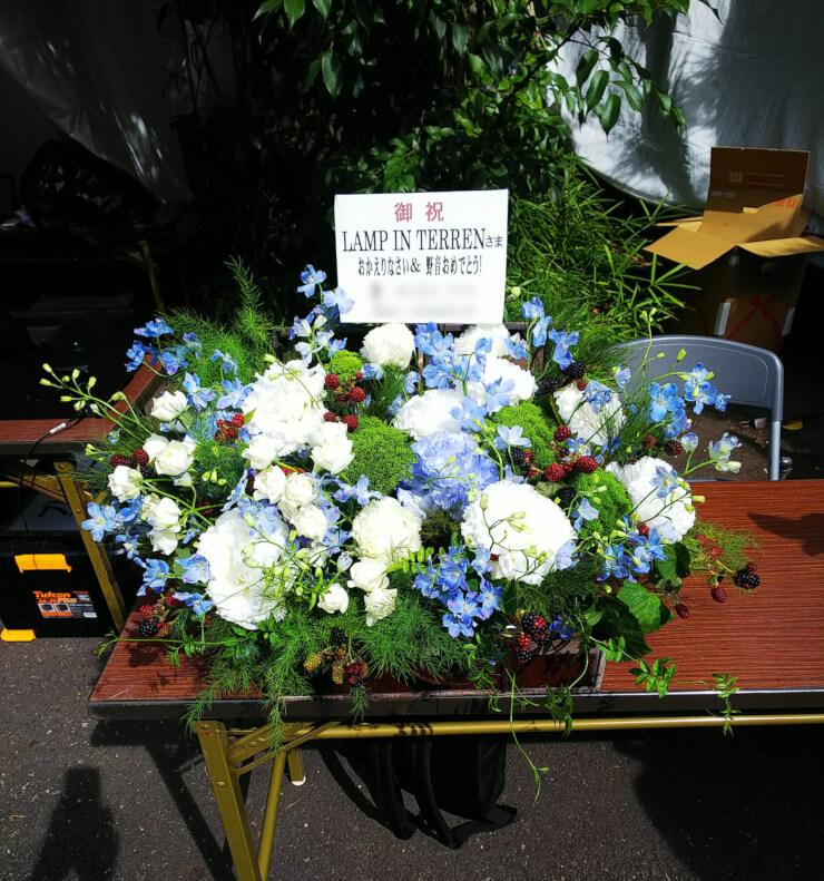 日比谷野外大音楽堂 LAMP IN TERREN様のワンマンライブ公演祝いトランクケースアレンジ