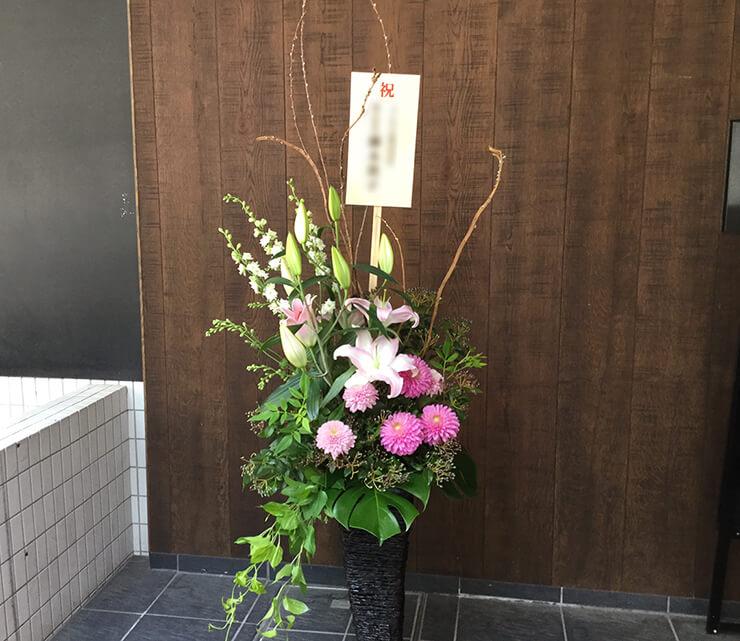 品川区東品川 VAIO株式会社様の移転祝い籠スタンド花