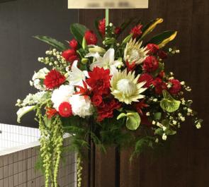 恵比寿ザ・ガーデンホール 千原ジュニア様のお笑い単独ライブ『赤いイス』公演祝いスタンド花