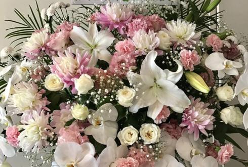 キーノートシアター 荒井つかさ様の舞台出演祝いアイアンスタンド花