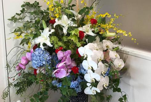 足立区綾瀬 綾瀬こころのクリニック様の開院祝いアイアンスタンド花
