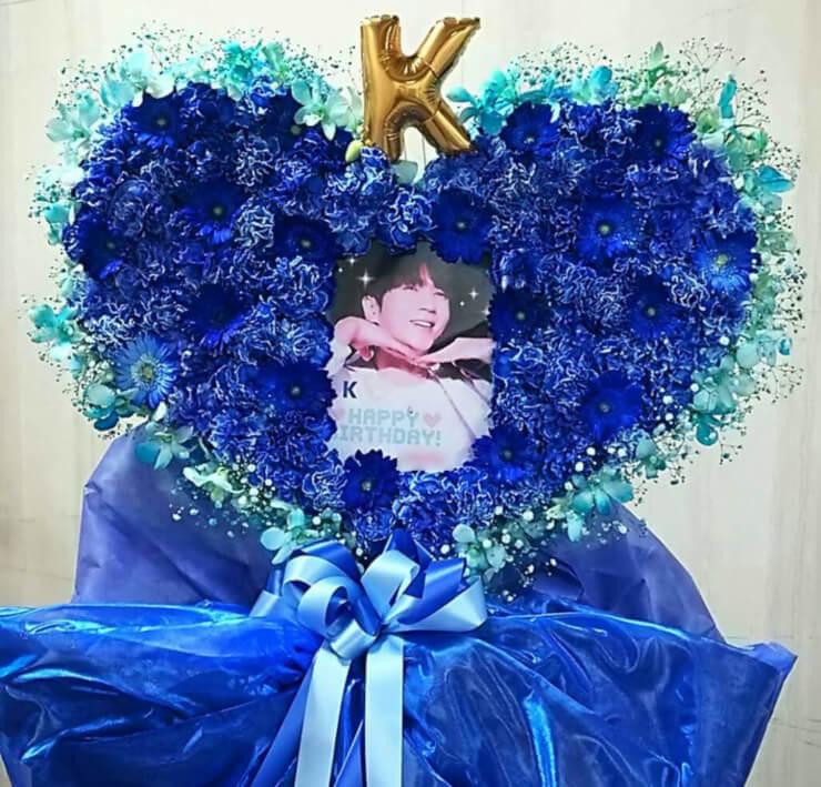 関交協ハーモニックホール H5 K様のバースデーライブ公演祝いハートスタンド花