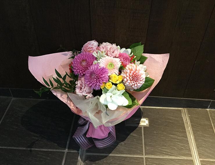 六本木 東京倶楽部 留学生の卒業祝い花束