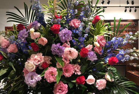 日本橋高島屋S.C コンティニュエ日本橋様の開店祝いスタンド花