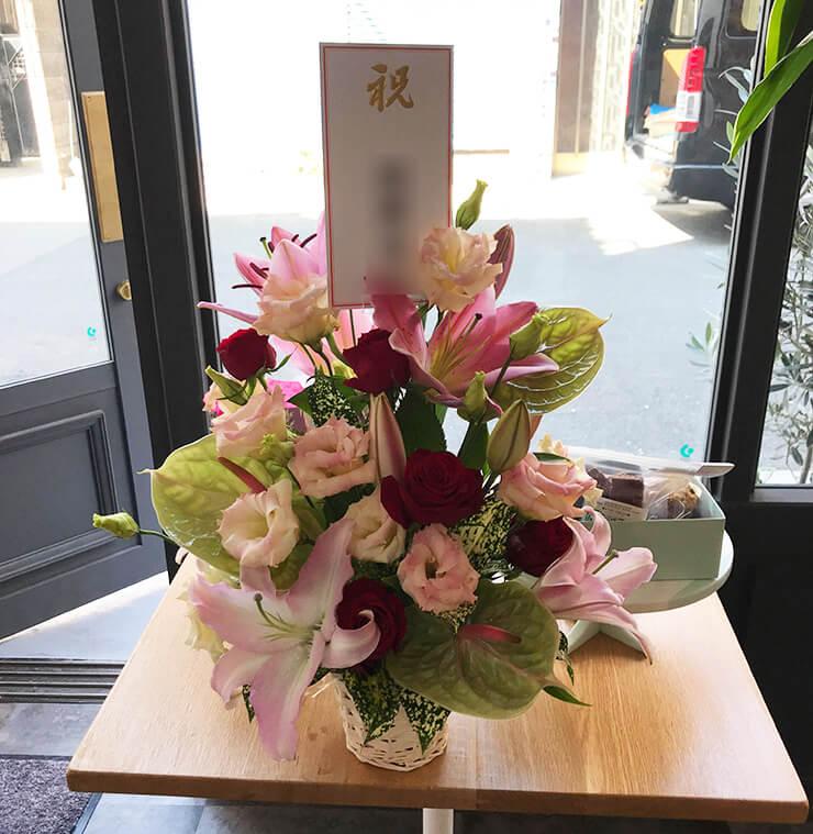台東区松が谷 daughter boutique様の開店祝い花