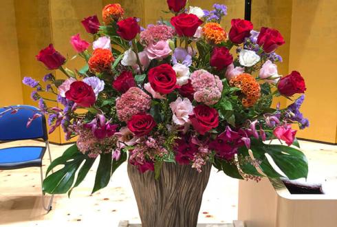帝京大学八王子キャンパス様の卒業式壇上花