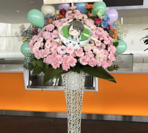 舞浜アンフィシアター 麻倉もも様のライブ公演祝い桃モチーフデコスタンド花